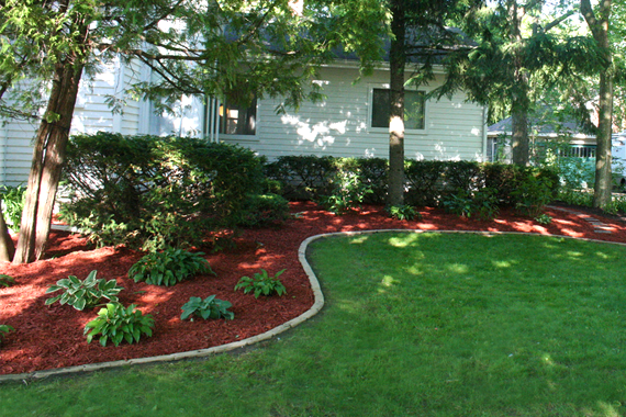 Mulch landscape ideas stone and mulch landscaping ideas for Home depot landscape design service